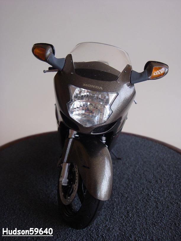 maquette moto 1/12 (hudson59640) - Page 2 DSC03377