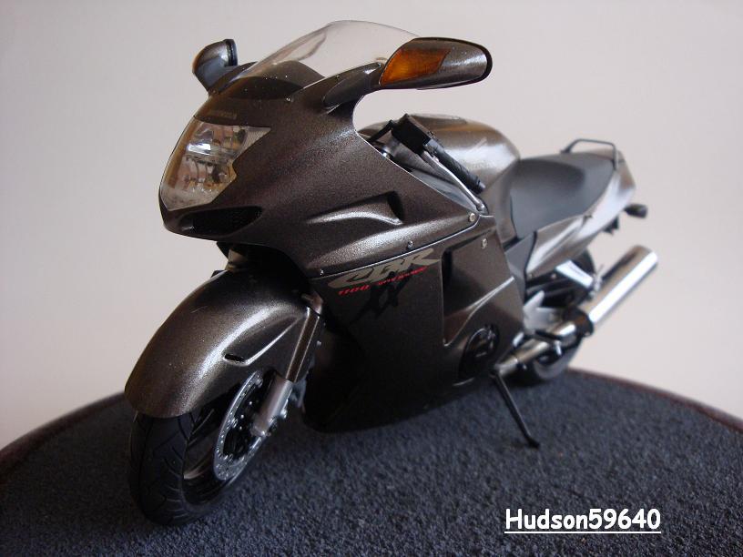 maquette moto 1/12 (hudson59640) - Page 2 DSC03378