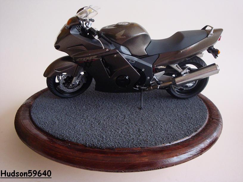 maquette moto 1/12 (hudson59640) - Page 2 DSC03379