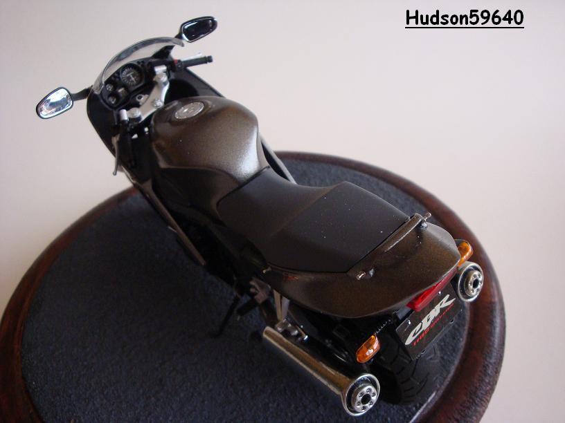 maquette moto 1/12 (hudson59640) - Page 2 DSC03380