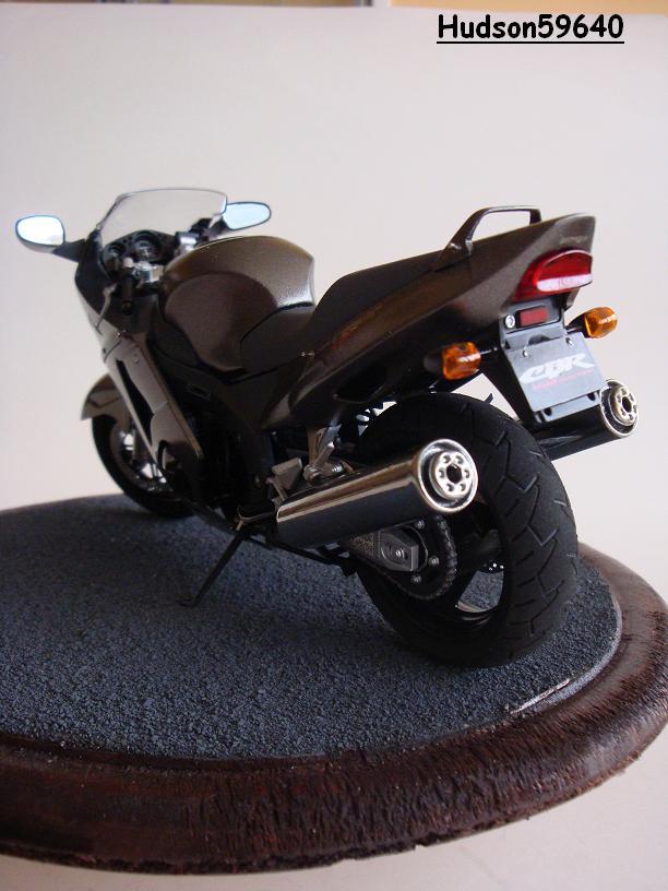 maquette moto 1/12 (hudson59640) - Page 2 DSC03381