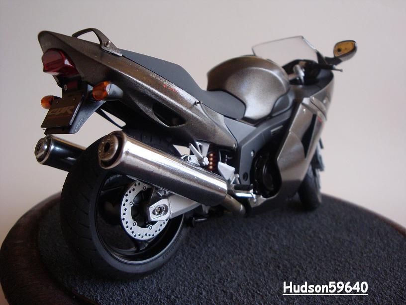 maquette moto 1/12 (hudson59640) - Page 2 DSC03382