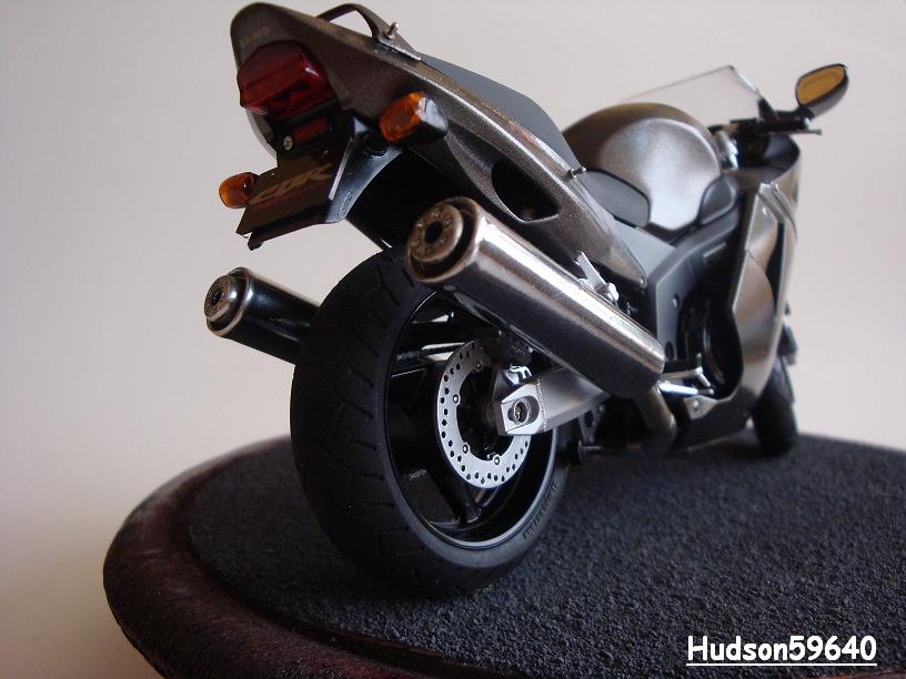 maquette moto 1/12 (hudson59640) - Page 2 DSC03383