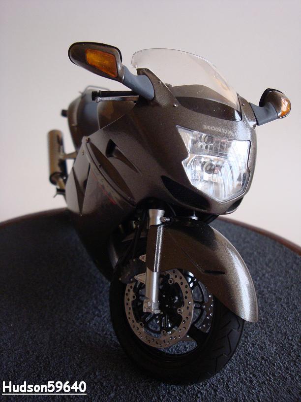maquette moto 1/12 (hudson59640) - Page 2 DSC03384