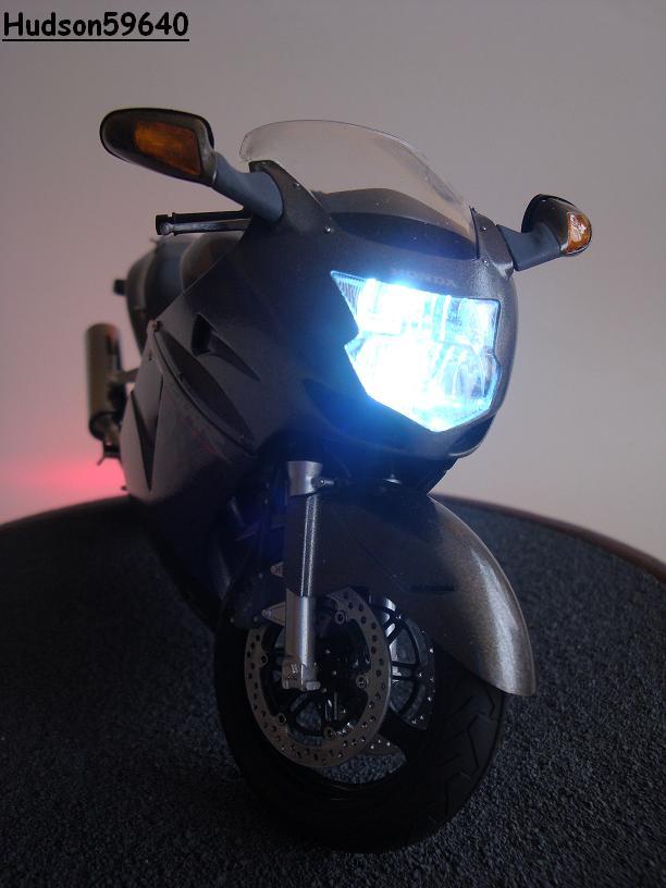maquette moto 1/12 (hudson59640) - Page 2 DSC03385