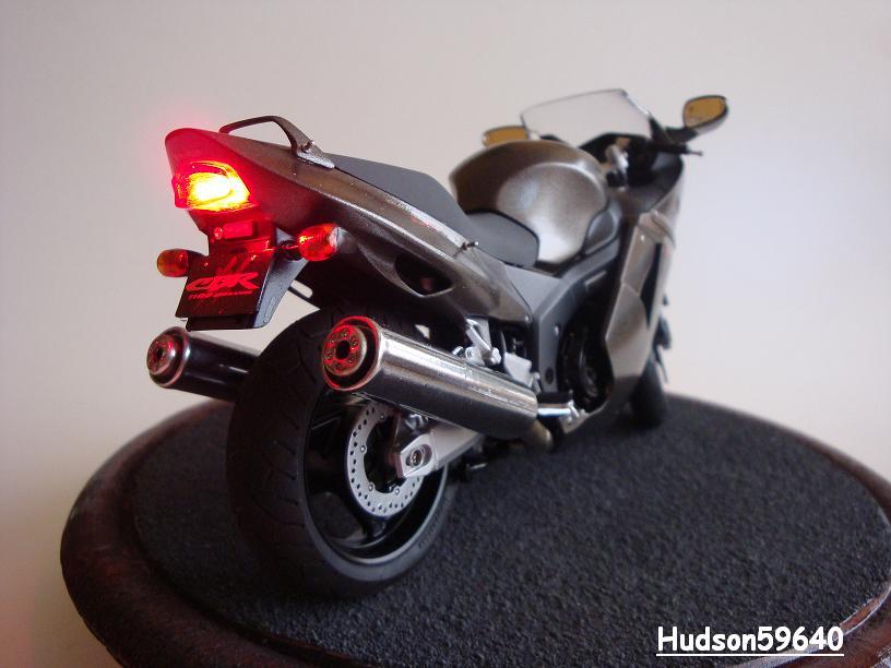 maquette moto 1/12 (hudson59640) - Page 2 DSC03387