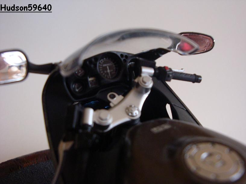 maquette moto 1/12 (hudson59640) - Page 2 DSC03388
