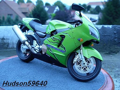 maquette moto 1/12 (hudson59640) DSCN1091
