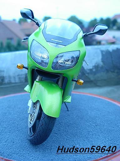 maquette moto 1/12 (hudson59640) DSCN1092