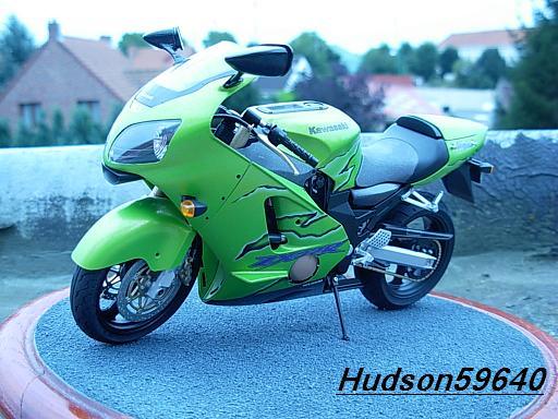maquette moto 1/12 (hudson59640) DSCN1093