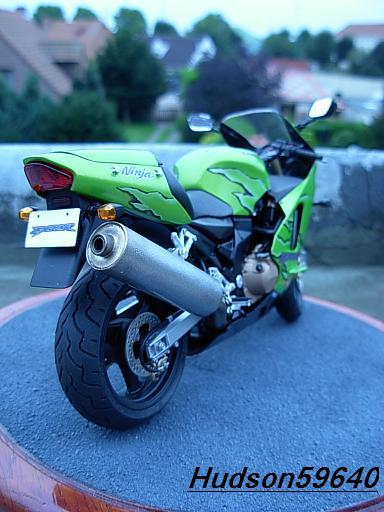 maquette moto 1/12 (hudson59640) DSCN1095