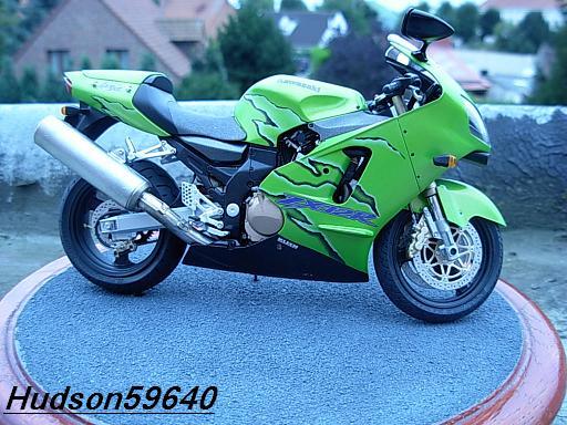 maquette moto 1/12 (hudson59640) DSCN1097