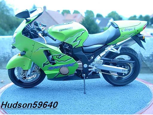 maquette moto 1/12 (hudson59640) DSCN1099