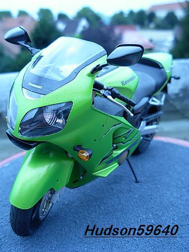maquette moto 1/12 (hudson59640) DSCN1100