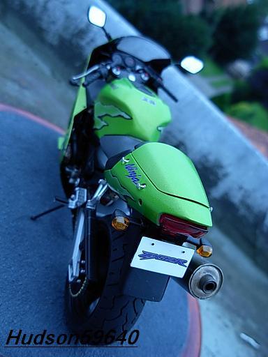 maquette moto 1/12 (hudson59640) DSCN1102