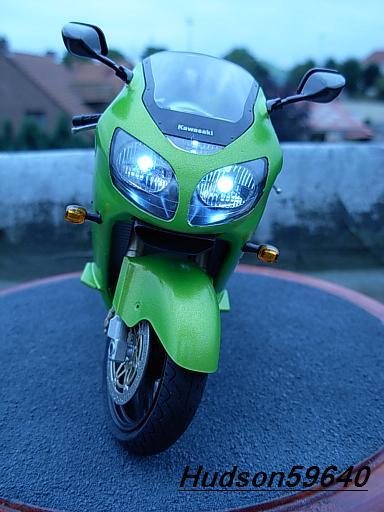 maquette moto 1/12 (hudson59640) DSCN1103
