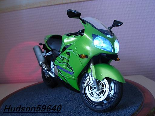 maquette moto 1/12 (hudson59640) DSCN1104