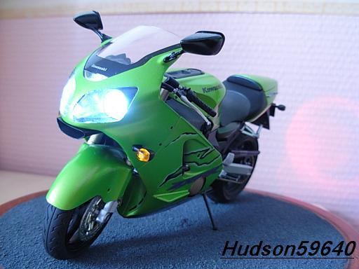 maquette moto 1/12 (hudson59640) DSCN1106