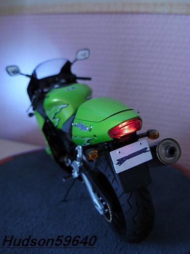maquette moto 1/12 (hudson59640) DSCN1107