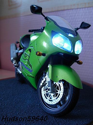maquette moto 1/12 (hudson59640) DSCN1109