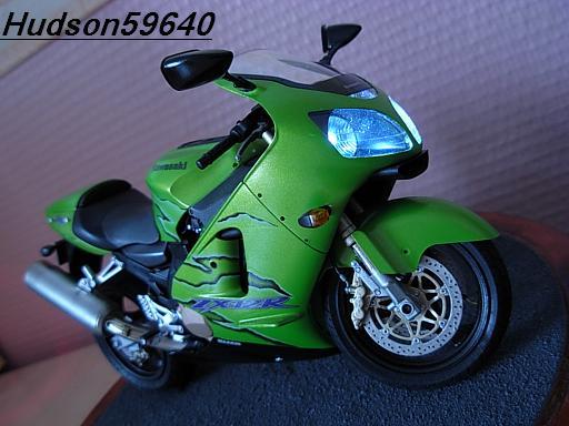 maquette moto 1/12 (hudson59640) DSCN1112