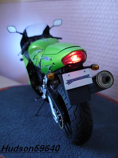 maquette moto 1/12 (hudson59640) DSCN1114