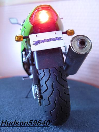 maquette moto 1/12 (hudson59640) DSCN1115