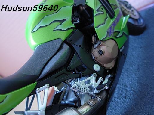 maquette moto 1/12 (hudson59640) DSCN1116