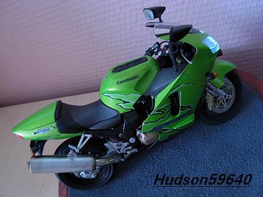 maquette moto 1/12 (hudson59640) DSCN1117