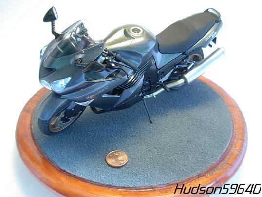 maquette moto 1/12 (hudson59640) DSCN0674