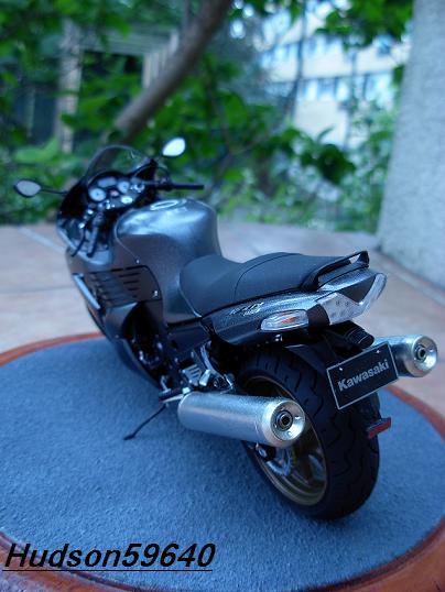 maquette moto 1/12 (hudson59640) DSCN0689