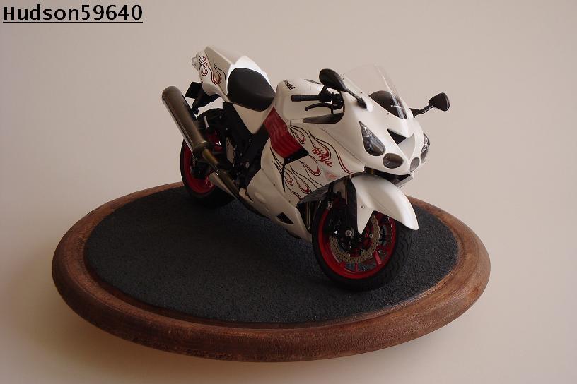 maquette moto 1/12 (hudson59640) DSC01470
