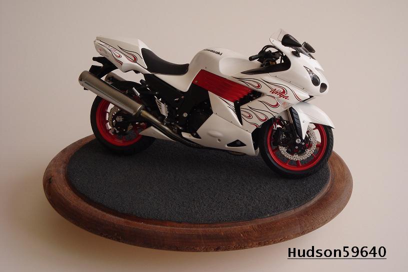 maquette moto 1/12 (hudson59640) DSC01471