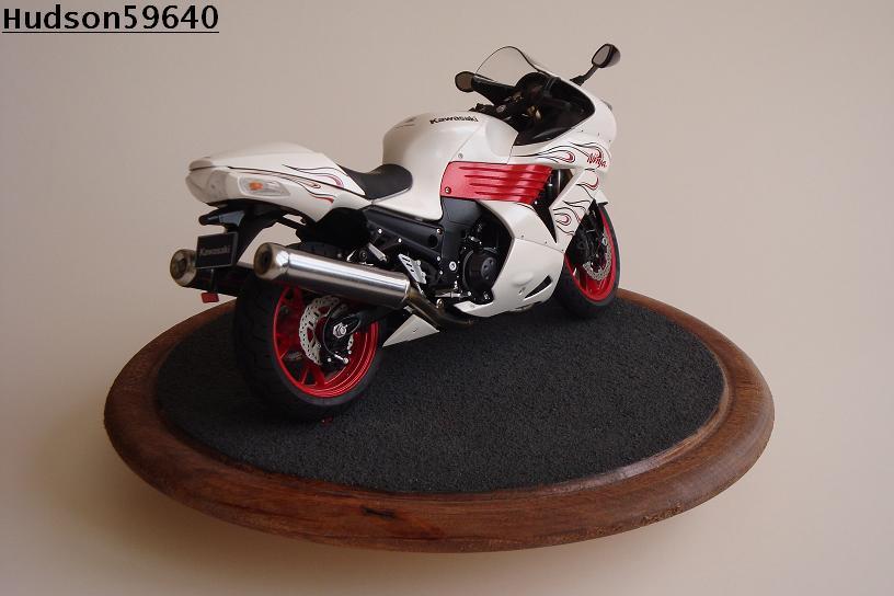 maquette moto 1/12 (hudson59640) DSC01472