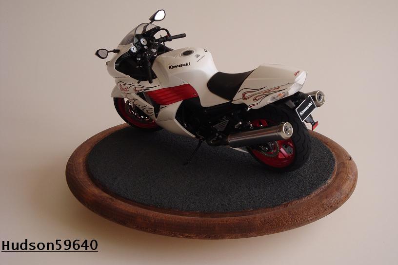 maquette moto 1/12 (hudson59640) DSC01473