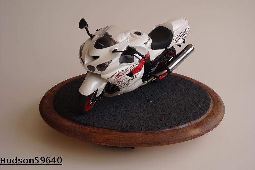 maquette moto 1/12 (hudson59640) DSC01474