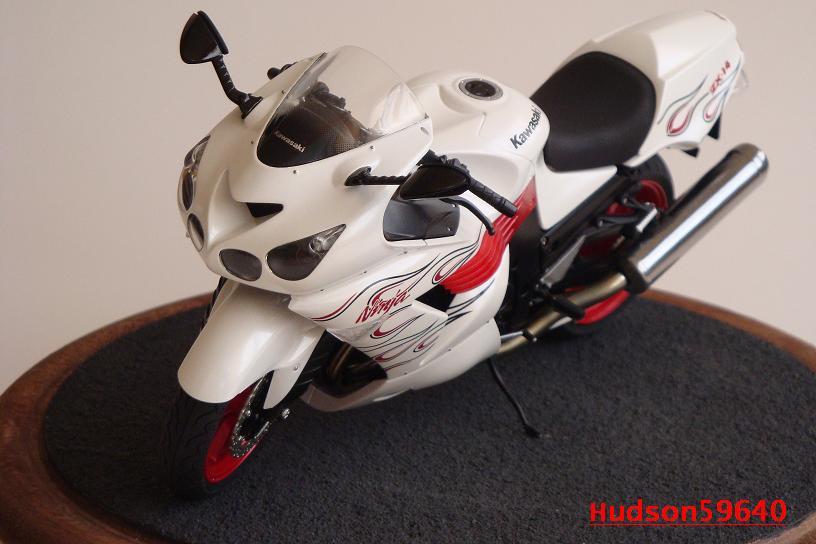 maquette moto 1/12 (hudson59640) DSC01475