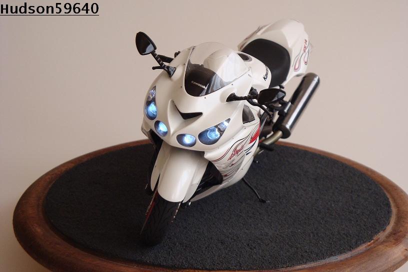 maquette moto 1/12 (hudson59640) DSC01476