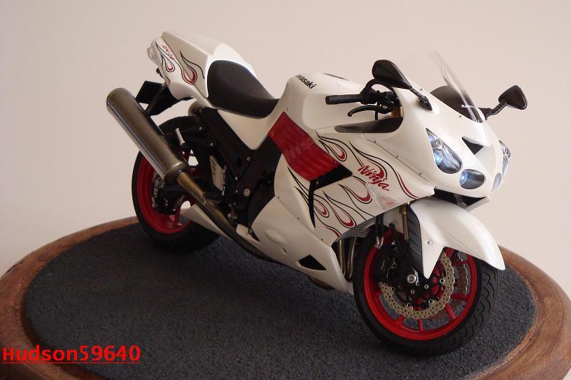 maquette moto 1/12 (hudson59640) DSC01477