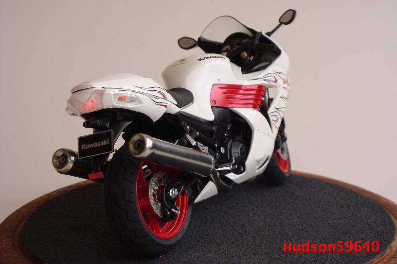 maquette moto 1/12 (hudson59640) DSC01478