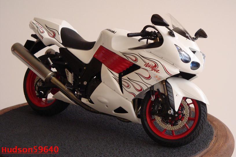 maquette moto 1/12 (hudson59640) DSC01480