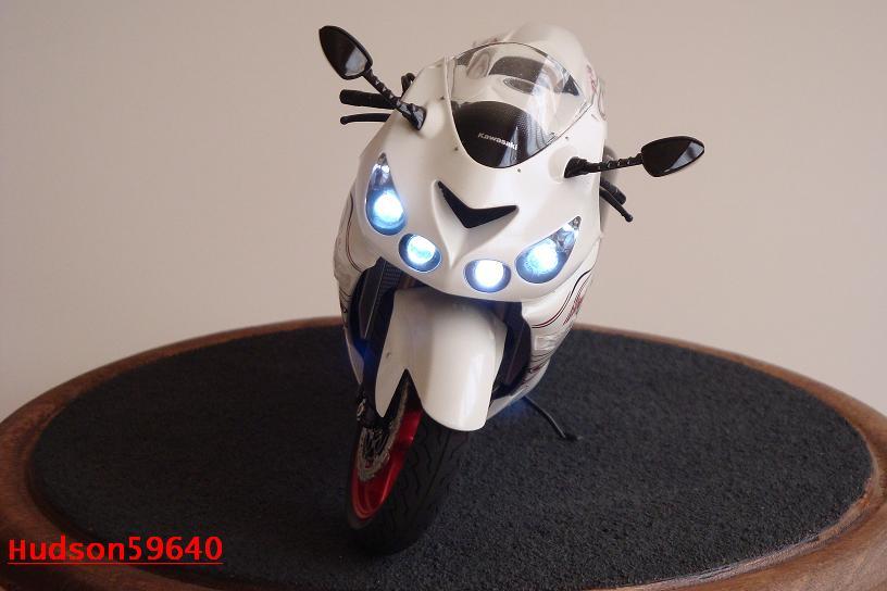 maquette moto 1/12 (hudson59640) DSC01481