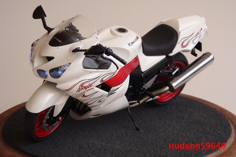 maquette moto 1/12 (hudson59640) DSC01482