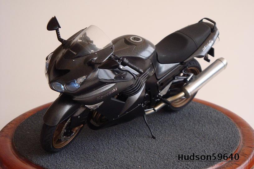 maquette moto 1/12 (hudson59640) DSC01487