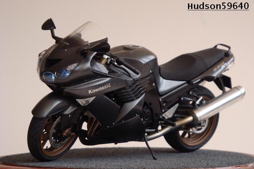 maquette moto 1/12 (hudson59640) DSC01488