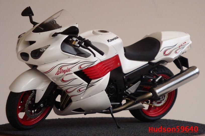 maquette moto 1/12 (hudson59640) DSC01489