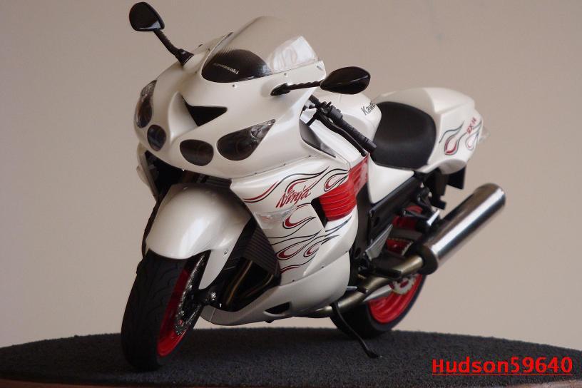 maquette moto 1/12 (hudson59640) DSC01490