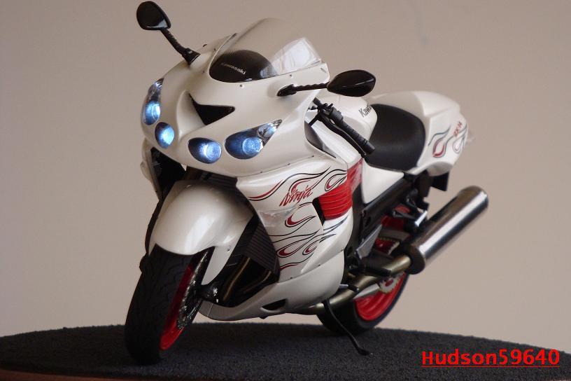 maquette moto 1/12 (hudson59640) DSC01491