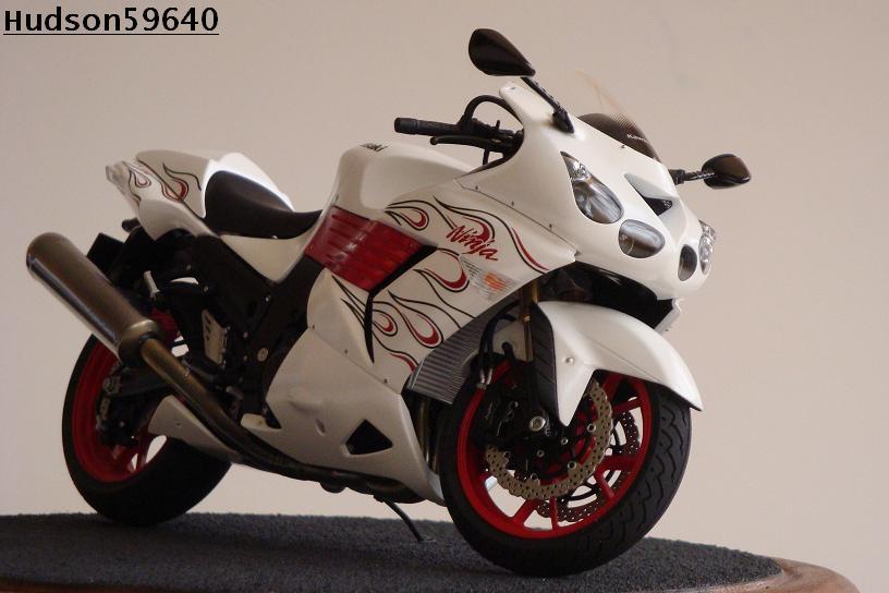maquette moto 1/12 (hudson59640) DSC01492