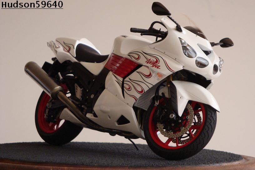 maquette moto 1/12 (hudson59640) DSC01493